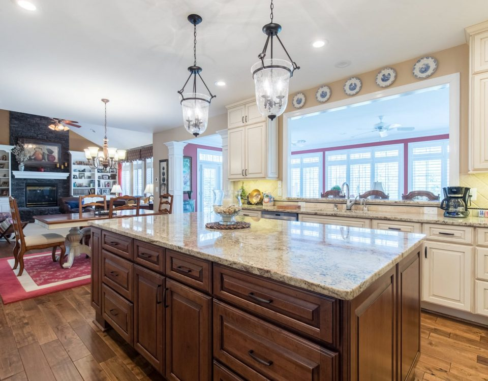 It is important to choose the right countertop for the kitchen, because the surface has to withstand many loads for a long time. That is why we offer countertops in a variety of materials and colors.